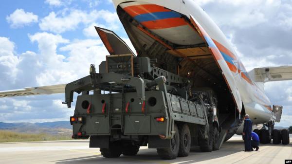 """طائرة روسية خامسة محملة بمعدات منظومة """"إس- 400"""" الدفاعية تصل أنقرة"""