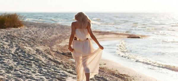 الفستان الأبيض.. الخيار الأسهل في صيف 2019