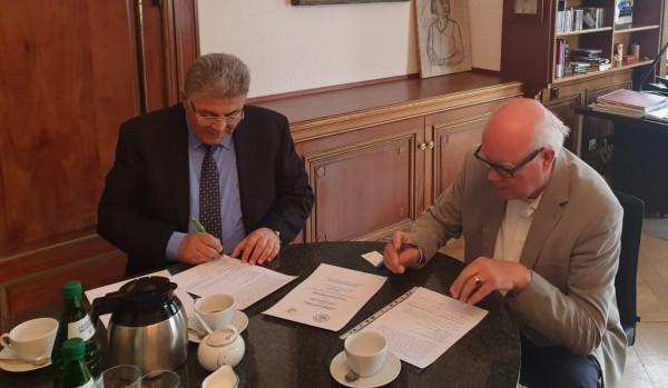 رئيس جامعة القدس يوقع اتفاقية تعاون مع جامعة هامبورغ