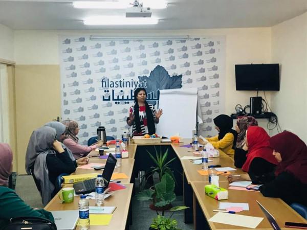 """""""فلسطينيات"""" تنفذ تدريباً حول الحساسية للنوع الاجتماعي في الكتابة الصحفية"""