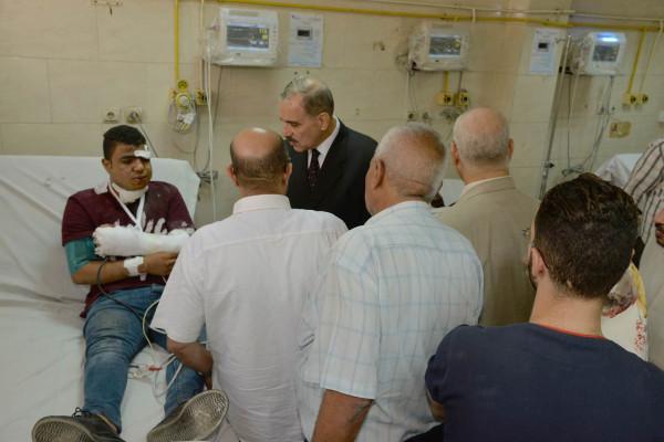 محافظ أسيوط يزور مصابي حادث تصادم طريق أسيوط القاهرة الزراعي بالمستشفى الجامعي