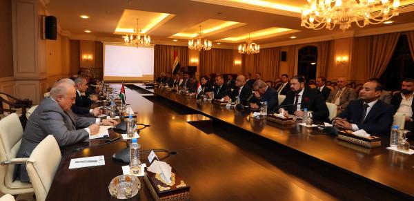 اشتية يترأس اجتماعاً جمع مستثمرين فلسطينيين وعراقيين