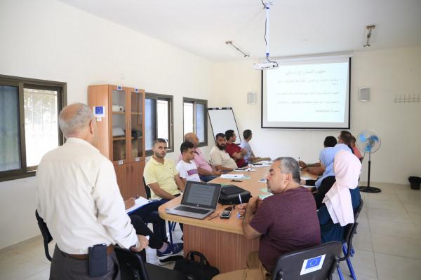 بلدية قلقيلية تباشر دوراتها المهنية الزراعية