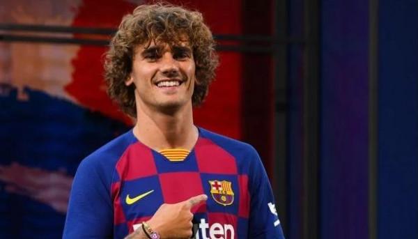 لاعبو برشلونة الجديد يتلقون ترحيباً حاراً في التدريبات