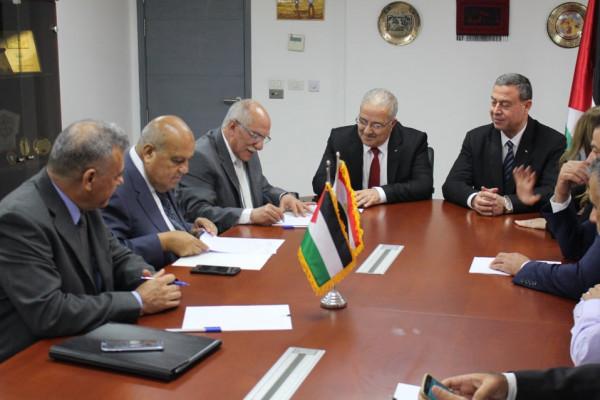 النقل والمواصلات تستكمل اتفاقيات نقل حجاج قطاع غزة للسعودية