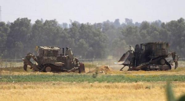 توغل محدود لجرافات الاحتلال شمال قطاع غزة وتجرف أراضي المواطنين