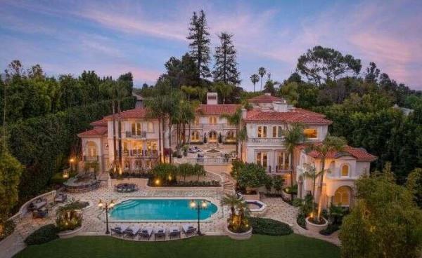 كيف يبدو قصر قيمته 50 مليون دولار في كاليفورنيا؟
