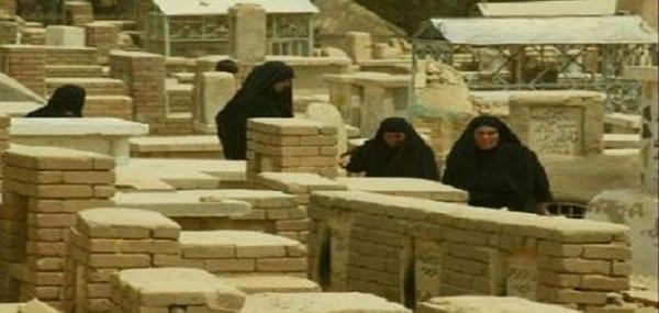 المطلق: يجوز للمرأة أن تُعزّي أهل الميت في المسجد فقط