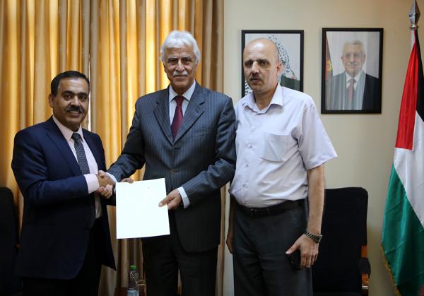 التربية: اتحاد رجال الأعمال الفلسطيني التركي يقدم 10 منح دراسية للمتفوقين