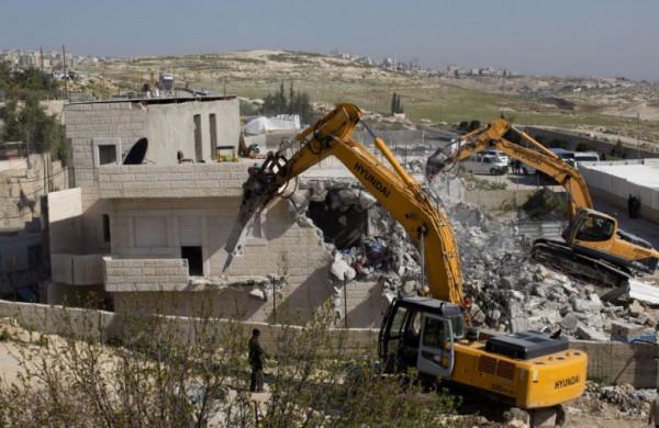 الاحتلال يهدم جزءاً من منزل ومنشآت في بلدة الجيب بالقدس