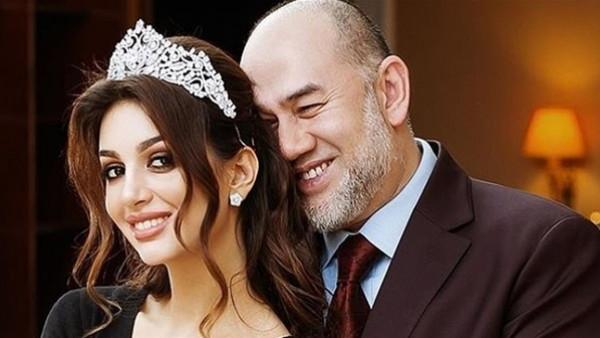 نهاية مُفجعة لقصة حبهما الأسطورية.. ملك ماليزيا يُطلق زوجته ملكة جمال روسيا