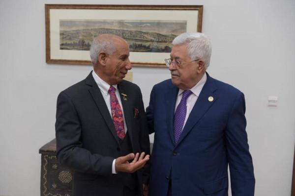 الرئيس محمود عباس يستقبل الدكتور محمد عياش