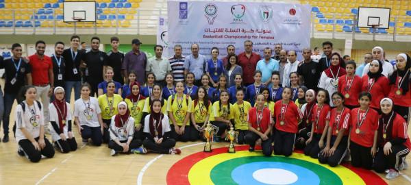 أكاديمية النجوم تتوج بكأس بطولة كرة السلة للفتيات