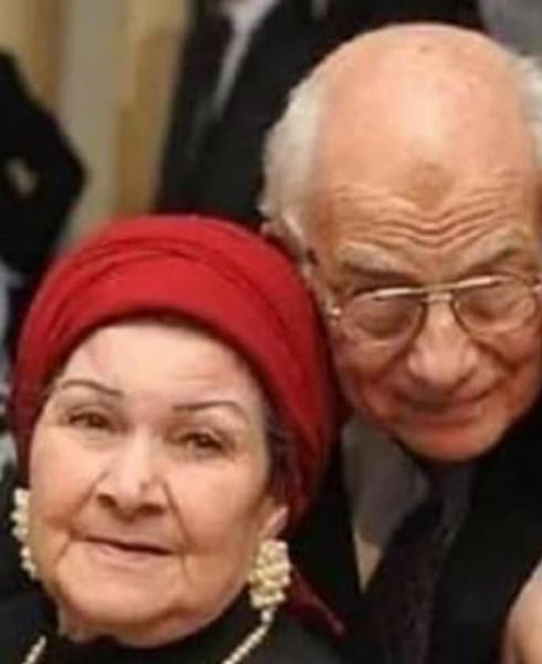 انهيار رشوان توفيق في جنازة رفيقة العمر