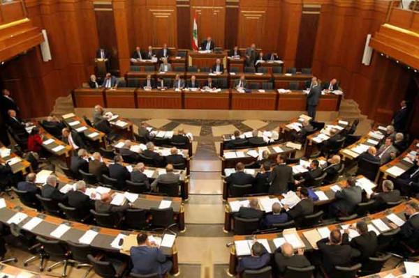 النواب اللبناني يُلغي قرار وزير العمل بحق العمال الفلسطينيين