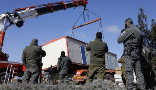 """الاحتلال يُغلق طرقاً زراعية ويستولي على """"كرفان"""" في عصيرة الشمالية"""