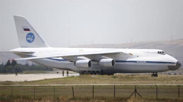 الطائرة الـ 15 من معدات منظومة (إس- 400) تصل تركيا