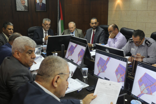 وزير الحكم المحلي يطلع على احتياجات بلدية أريحا