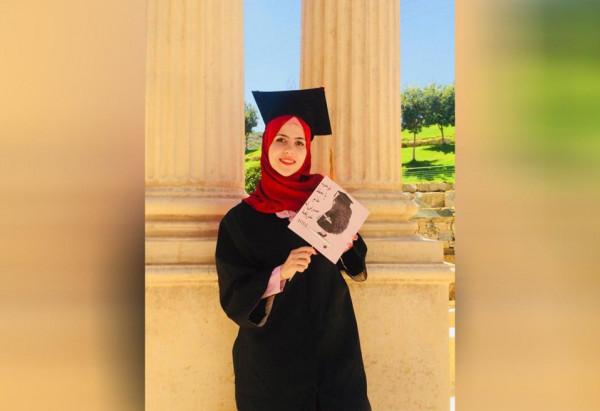 شاهد: ابنة الأسير حماد المحكوم سبعة مؤبدات تتفوق بمعدل 97.7%