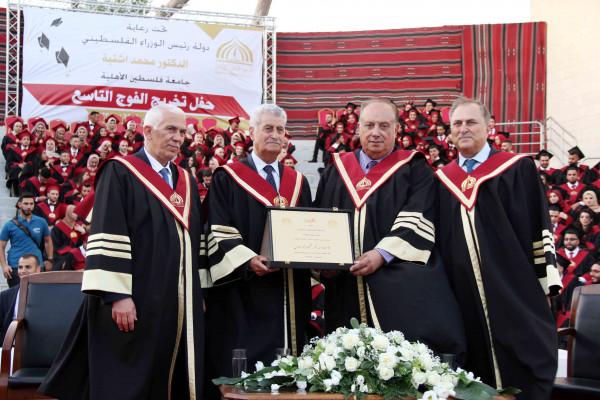جامعة فلسطين الأهلية تحتفل بتخريج الفوج التاسع من طلبتها