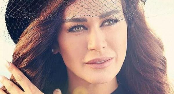 نادين الراسي تفاجئ محبيها بالكشف عن هوية وصورة حبيبها المجهول
