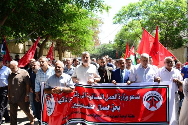 المئات يشاركون في اعتصام جماهيري للديمقراطية بغزة رفضاً لإجراءات وزارة العمل اللبنانية