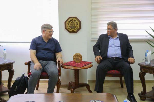 """رئيس جامعة القدس يبحث مع الجامعة """"التقنية للعلوم التطبيقية"""" الألمانية التعاون البحثي"""