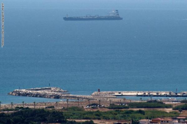 دعت إيران للإفراج عن السفينة البريطانية..عُمان تُطالب باحترام خطوط الملاحة وضبط النفس
