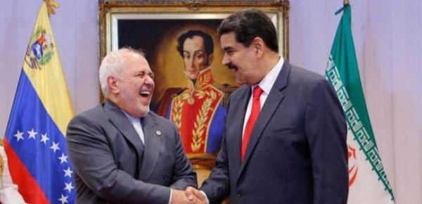 شاهد: مادورو مخاطباً المصورين: صوروا.. فهذا ظريف طائرة مُسيّرة بحد ذاته