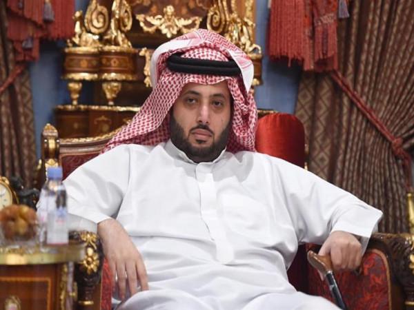 """تركي آل الشيخ يدخل في سجال مع فتاة مصرية بسبب """"بليغ حمدي"""""""