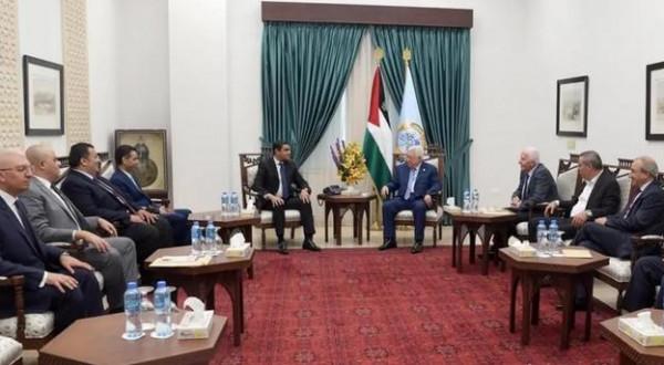 تلفزيون إسرائيلي: الرئيس عباس أبلغ المصريين أنه سيتخذ قرارات صعبة ومصيرية بالعلاقة مع حماس