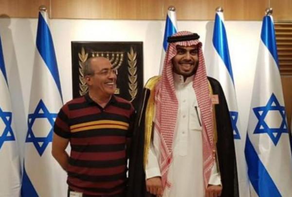 شاهد: مقدسيون يطردون صحفياً سعودياً من باحات الأقصى والقدس