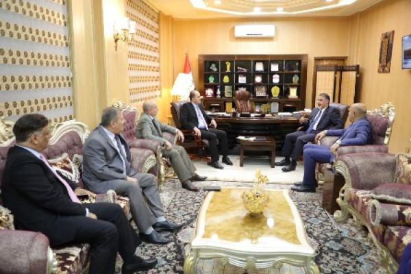 وزير العمل يلتقي الوزير الأسبق وعدد من النواب