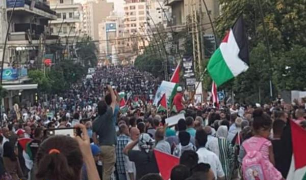 مسيرةٌ جماهيريةٌ بصيدا بمشاركة آلاف اللبنانيين والفلسطينيين رفضًا لقرار وزير العمل اللبناني