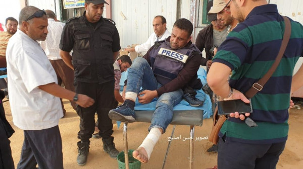 إصابة الصحفييْن الكحلوت وعمر برصاص الاحتلال شرق القطاع