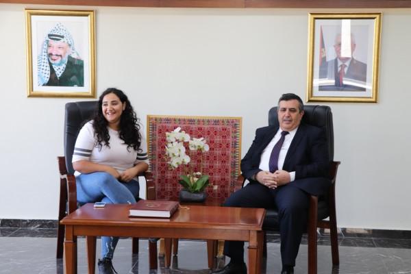 رئيس بلدية بيت لحم يستقبل وفداً من كاريتاس اسبانيا وكاريتاس القدس