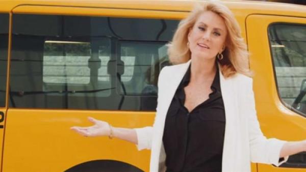 امرأة تبحث عن الحب بإعلان في سيارات التاكسي
