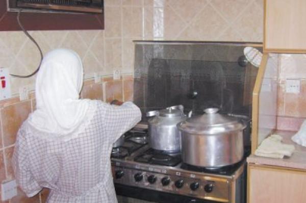 الحكم على خادمة اعتادت وضع  بولها  في طعام أسرة سعودية   دنيا الوطن