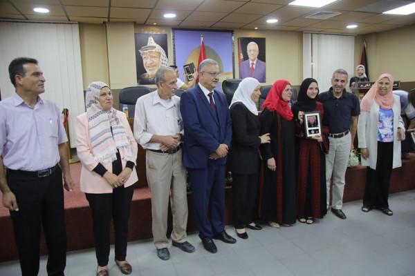 المحافظ أبو بكر ووزيرة المرأة يكرمان نخبة من الطالبات المتفوقات بالثانوية العامة