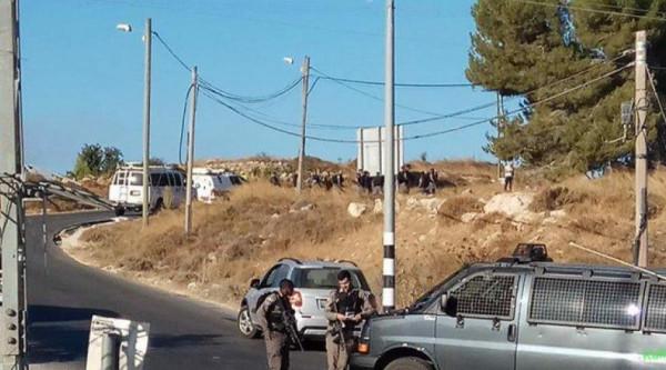 بعد عملية (غوش عتصيون).. الاحتلال يشدد إجراءاته العسكرية بالخليل وبيت لحم