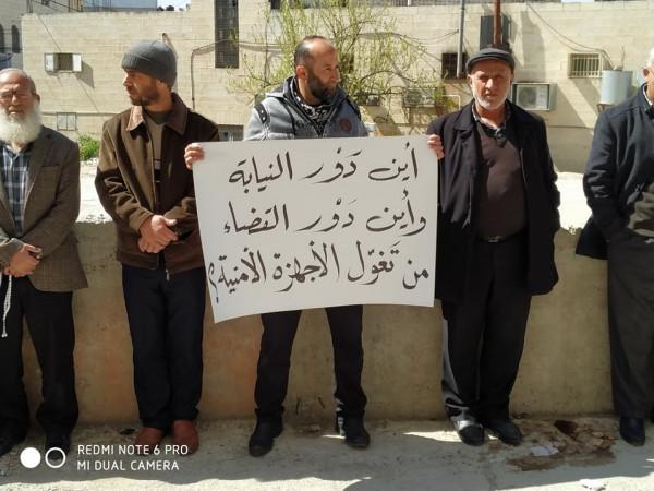 وقفة احتجاجية أمام محكمة دورا للمطالبة بالإفراج عن شباب حزب التحرير المعتقلين