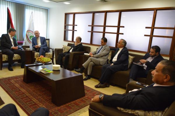 القنصل البريطاني في زيارة ملتقى رجال الأعمال الفلسطيني