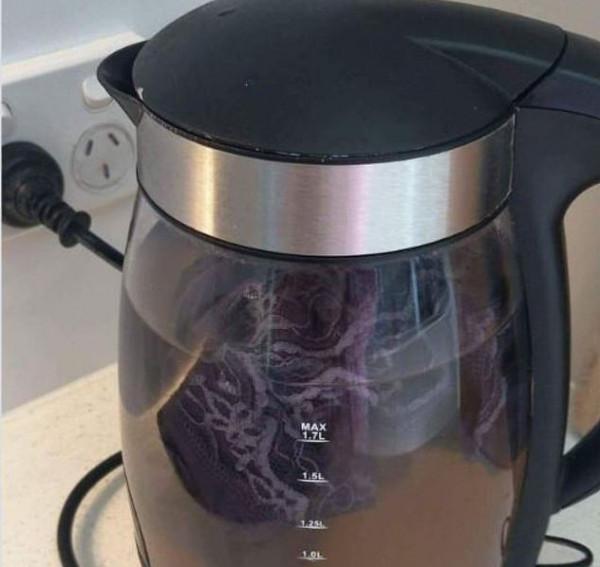 سبب مقزز سيجعلك تبتعد عن استخدام غلاية القهوة بالفنادق للأبد