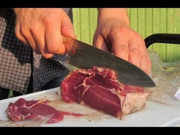 """""""قطعيها بالعرض"""".. 5 خطوات يجب اتباعها عن تقطيع اللحوم"""