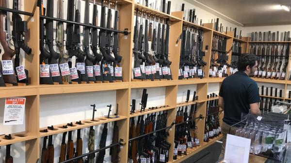 بسبب جريمة المسجدين.. نيوزيلندا تشتري 10 آلاف سلاح من مواطنيها