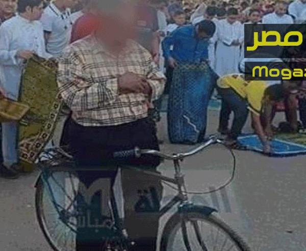 داعية يرد على الساخرين من (رجل العجلة): النبي كان يُصلي على الدابة