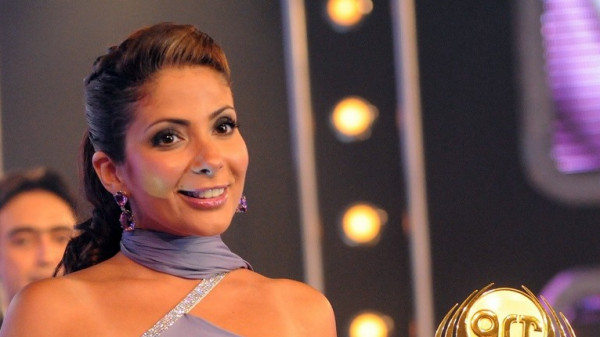 شاهد: منى زكي ترقص بحماس بحفل المطربة جينيفر لوبيز في مصر