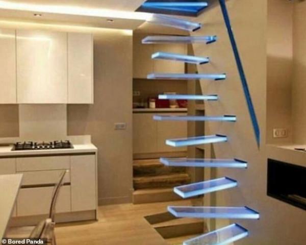 هل تجرؤ على صعود هذه الأدراج؟