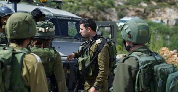 قوات الاحتلال تقتحم خربة الحديدية بالأغوار وتشرع بتفتيش خيام لأحد المواطنين