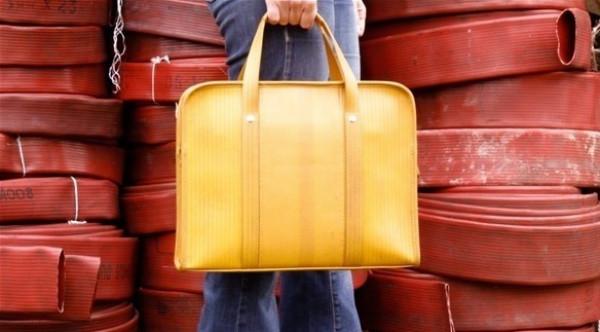 شركة تصنع الحقائب من خراطيم الحريق القديمة